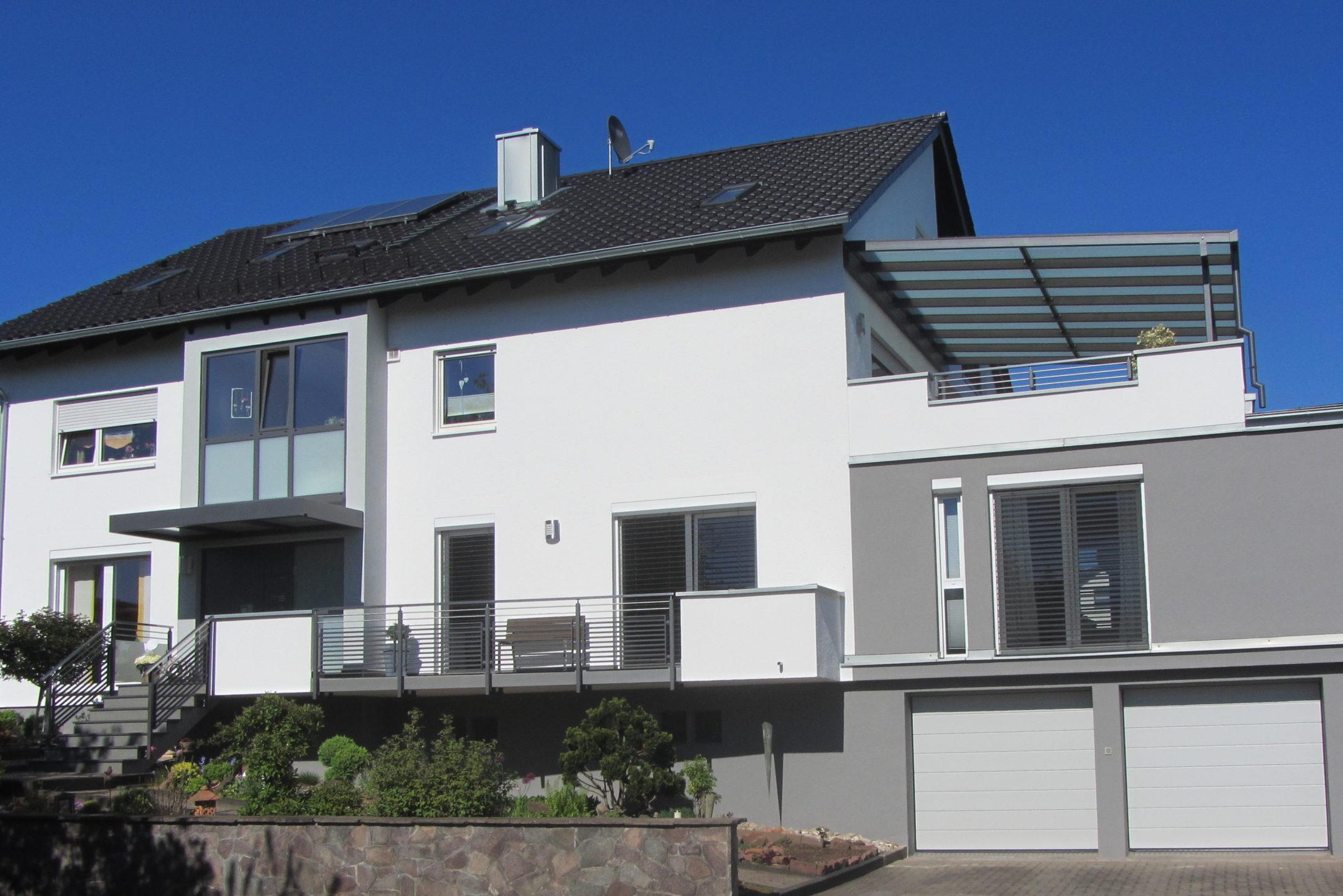 Geländer, Eingangsbereich, Fenster und Überdachungen